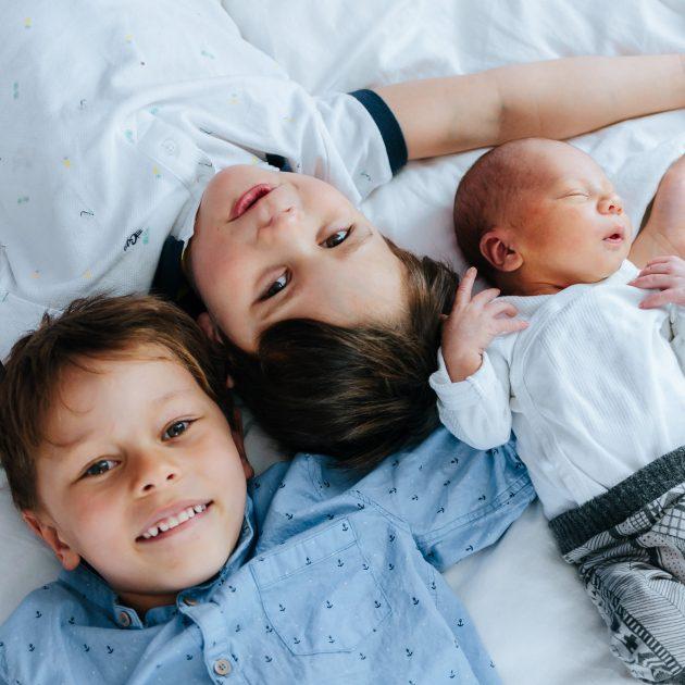 photographe montréal, séance photo nouveau-né, bébé, studio ou intérieur à domicile, famille