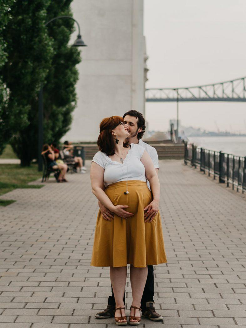 photographe montréal séance grossesse et couple vieux port, pont jacques cartier, laulinea